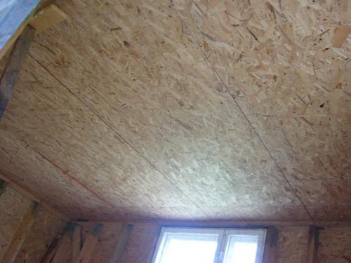 Потолок из ОСБ в деревянном доме. Плюсы и минусы ОСБ панелей