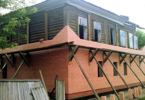 Как обложить брусовой дом кирпичом. Обкладка деревянного дома кирпичом – плюсы, минусы, особенности