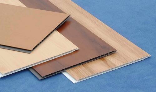 Потолок из пластиковых панелей на балконе. Как выбрать пластиковые панели для балконного потолка?