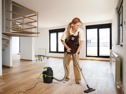 Как очистить обои от строительной пыли. С чего начать и как закончить?