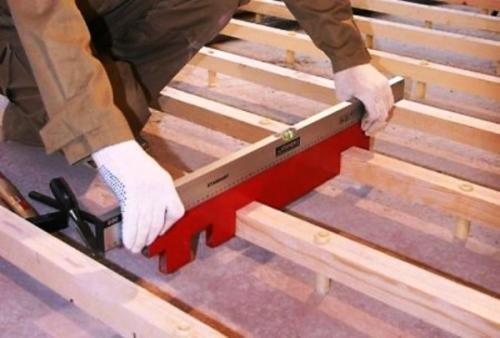 Как уложить потолочные балки в доме из бруса. Технология монтажа перекрытий из дерева
