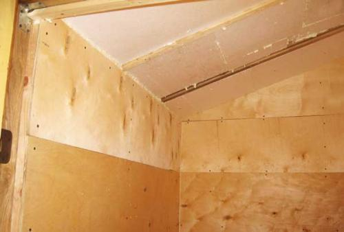 Отделка стен дачи фанерой. Стены: обшивка фанерой