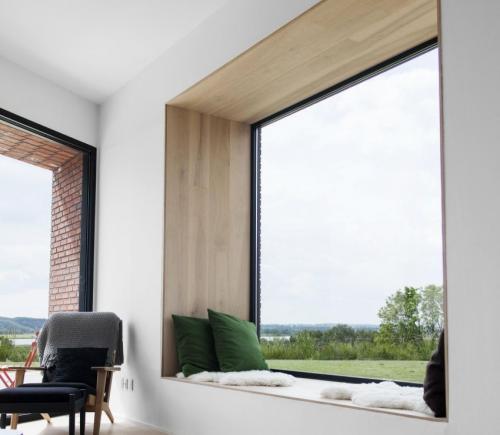 Чем отделать стену с окном. Материалы и способы отделки откосов