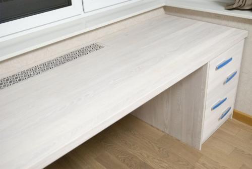 Столешница для комнаты перед окном. Материалы для изготовления стола–подоконника