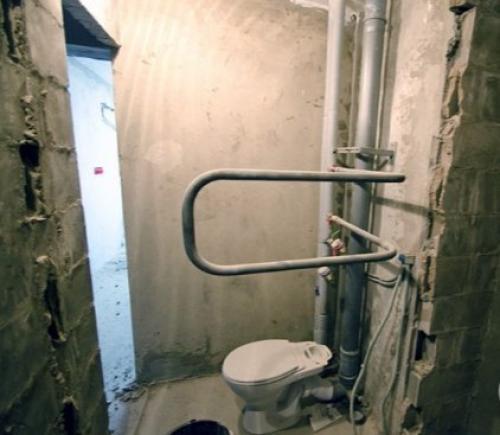 Ремонт туалета в двухкомнатной квартире панельного дома. Объединение ванной со всеми вытекающими последствиями