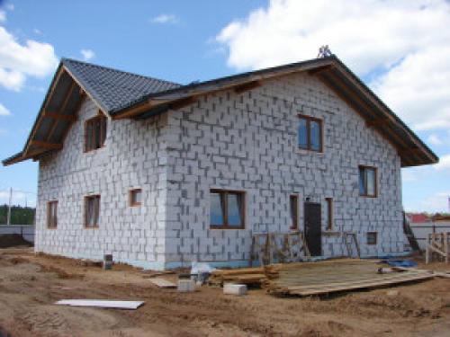 Дом из бруса или блоков, что дешевле. Особенности строительства из пеноблоков