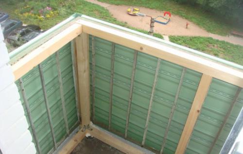 Застекленный балкон зимой. Можно ли застеклять балкон зимой или в непогоду?