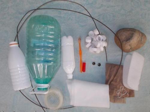 Как сделать из пластиковых бутылок лебедя. Необходимые материалы и инструменты
