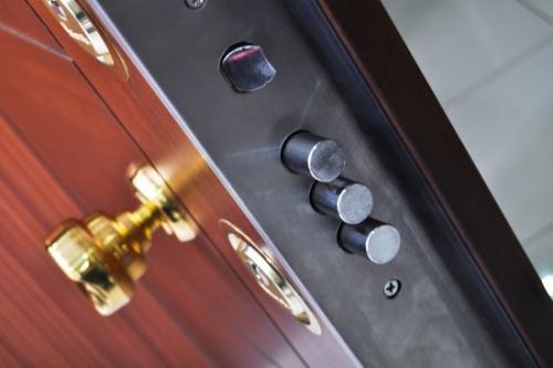 Захлопнулась дверь куда звонить. Вскрытие дверей: Что делать, если захлопнулась входная дверь