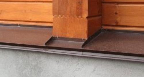 Установка отливов в деревянном доме. Монтаж отлива на цоколь деревянного дома своими руками