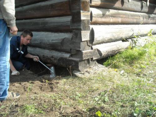 Сделать ремонт в доме деревянном доме. Реставрация фундамента